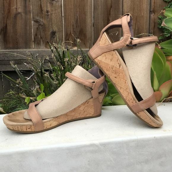 6535803de TEVA Capri wedge sandal. M 5bbeddccc2e9fe49e917fb95